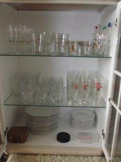 Cristaleira, pratos e copos