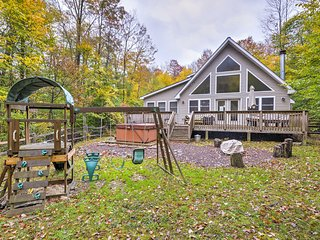 Pocono Lake Home w/ Hot Tub & Resort Amenities!