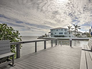 NEW! 2BR Longboat Key Condo - Walk to Bay!