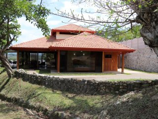 Villa Serenidad: GORGEOUS secluded home in Atenas, heated pool, river walk, view