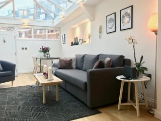 MOST CENTRAL! 2 Bed/3 BEDS/2Bath! 3 min to subway!! MODERN!! COVENT GARDEN!
