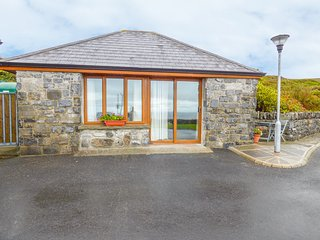 CONNOLES COTTAGE, all ground floor, open plan, countryside views, in Ballyvaugha