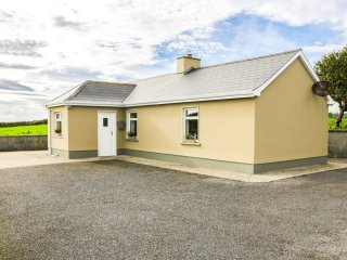 STRAMORE, all ground floor, scenic location, 500 yards to shore, Ref 966597