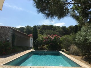 Villa d'exception, piscine, domaine prive, plage a 100 m.
