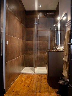 La Casa Cosy Exotique Biarritz Les Halles Bedroom Bathroom