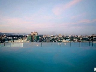 GREAT CONDO LOCATION CEBU! SLEEPS 3 INFINITY POOL