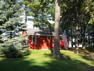 Twin Birch Resort Lakefront Red Cottage