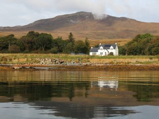 BishopsWell - Isle of Jura Self Catering Holiday Let Sleeps upto 11 dog friendly
