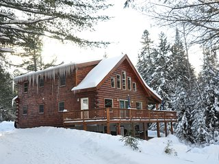 Beautiful New Log House - 4 bedrooms sleeps 10-12