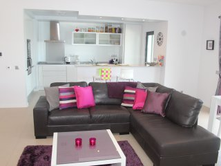 SOLRIO Ground Floor 1 bedroom direct access to pool and garden