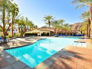 Luxurious 3BD/3BA Villa Overlooking Pool - Upper C65