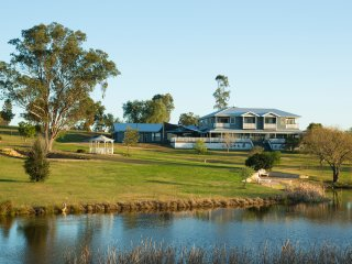 Willow Tree Estate - Luxurious Large Estate in the Hunter Valley