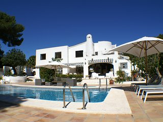 Luxury 3 bed villa - walking distance to Moraira - A/C - Wi Fi - Own Pool
