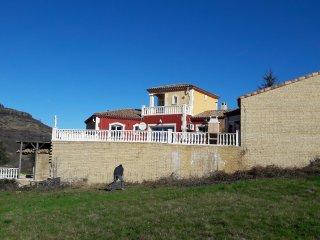 villa  14 personnes avec piscine intérieur et piscine exterieur, sauna, jacuzzi
