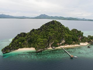 Private & Exclusive - Floral Island Resort