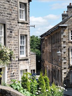 Nip Hill by Lancaster Castle - City, Country, & Coast (& handy for the Lakes!)