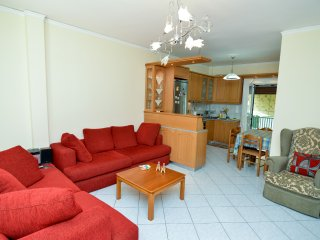 Athens Top Floor Economical Apartment 8 min from Metro