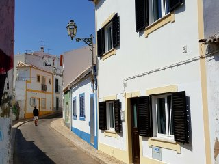 Historic Town, 3 bed 2 bath House & Terrace, FREE WIFI. Winter lets available.