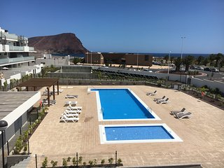 APARTMENT WITH POOL- BESIDE THE BEACH(Padel court)