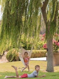 Kids playing in the garden - Villa Russelia in Rhodes