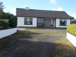 Bright and Airy Holiday Home, ideally located to explore the Wild Atlantic Way.