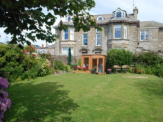 Stunning 8 bedroom Seaside Villa Overlooking Arran. Great For Family Gatherings.
