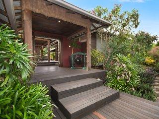 Banyak Villa - Horseshoe Bay, QLD