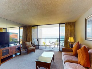 Ideal cozy getaway with beach access, resort pools & hot tubs, amazing views!