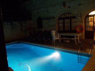 Farmhouse in stile Gozitano 4 camere 4 bagni  e piscina privata .10 posti letto