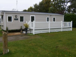 ,6 Berth Caravan with HOT TUB at Tattershall Lakes Country Park
