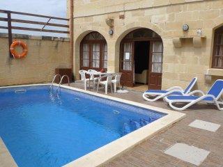 Villa in stile Gozitano con 3 camere e 3 bagni , piscina e BBQ 8 posti letto