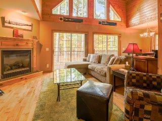 Secluded chalet w/ upscale interior & jetted tub, close to Sunday River Resort!