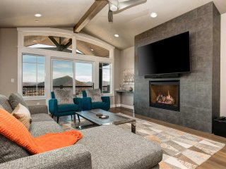 Canyons Resort Luxury Home-On Golf Course-Walk to Lifts-Pvt Hot Tub (FS4224)