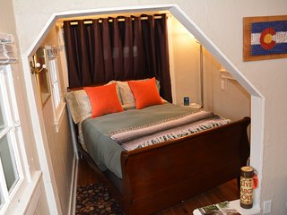 Charming Chautauqua Cottage at base of Flatirons - perfect for couples!