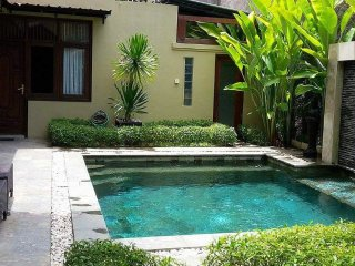 KUTA 4 Bed Villa - Breakfast Daily - Heart Kuta - Sleeps 14 - mic