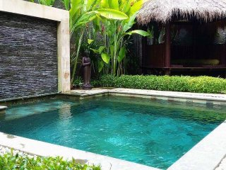 KUTA - 5 BED - 5 BATH - POOL - BREAKFAST OPTIONS - mica