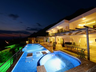 Villa Tiger Exclusive-4 BDR/Sleeps 8,Infinity Pool,Jacuzzi,Sea View(TigerVillas)