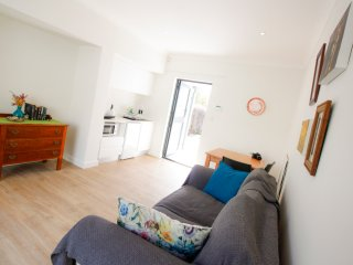 Easy Comfortable 2-roomed flatlet