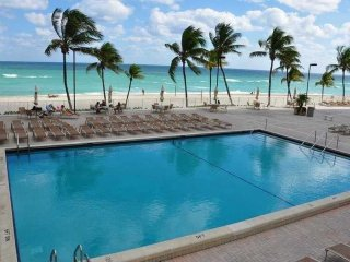 HOLLYWOOD BEACH OCEAN FRONT APARTMENT FOR 5 GUESTS