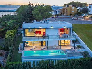 Luxury Villa Pool & Sea Views