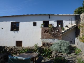 Casa Platera - comfortable and spacious room in a traditional Alpujarran house