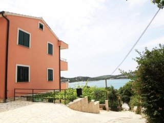 festival Accommodation for 25people in Tisno