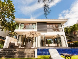 LUXURY 3BR VILLA | PRIVATE POOL | WALKING DISTANCE TO THE BEACH