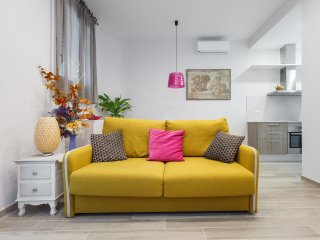 Beautiful Apartment near Barça Stadium, only 20 minutes to City Center