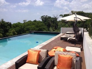 MODERN, Private Pool, Beach in 2 minutes drive! South Coast