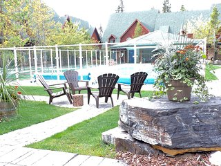 Relaxing 2 Bedroom Condo With Pool & Hot Tub