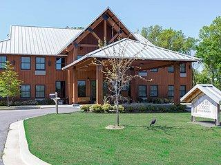 Champions Black Bear Lodge ( Queen Suite )