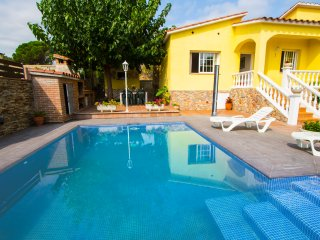 Catalunya Casas: Tranquil Villa Sils for 5 guests, just 20km from Costa Brava be