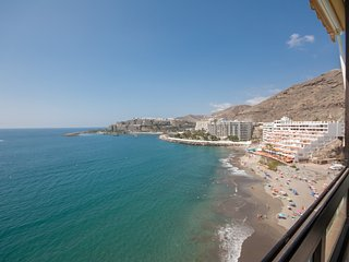 LUXURY DIRECTLY ON THE BEACH WITH A SPECTACULAR VIEW