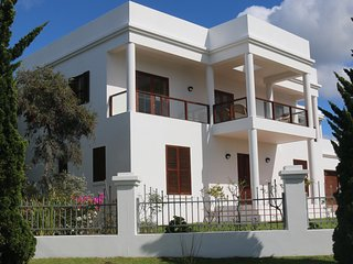 Luxurious 4-bedroom self-catering house with fantastic views